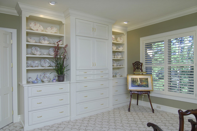 Drawing Easel Bedroom Traditional with Bookcase Built Ins Carpeting China