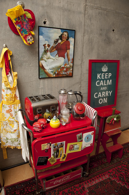 Dustpan Kitchen with Red Kitchen