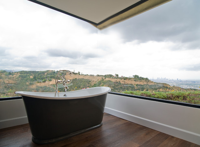 fleetwood windows Bathroom Traditional with city view corner window