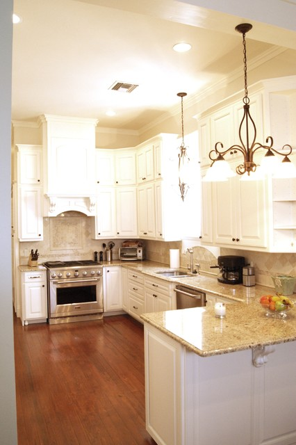 Giallo Ornamental Kitchen Traditional with Chandelier Cream Granite Gray