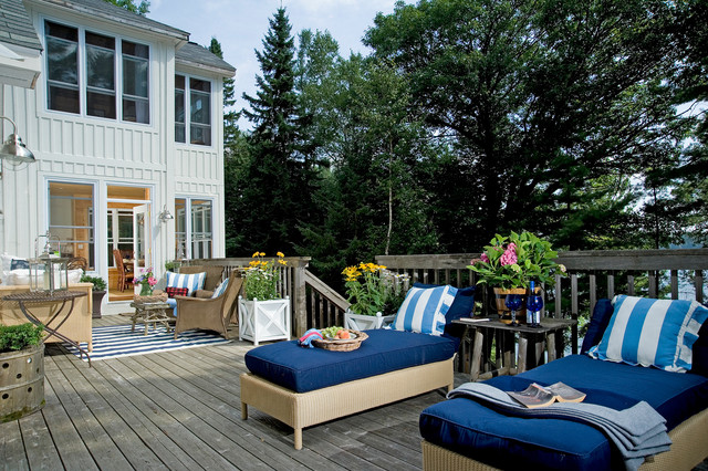 Lloyd Flanders Deck Rustic with Board and Batten Chaise