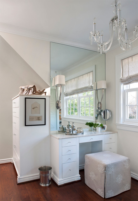 Michigan Chandelier Closet Traditional with Alcove Baseboard Beige Painted