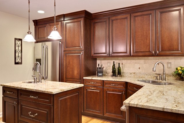 Mid Continent Cabinets Kitchen Traditional with Categorykitchenstyletraditionallocationatlanta