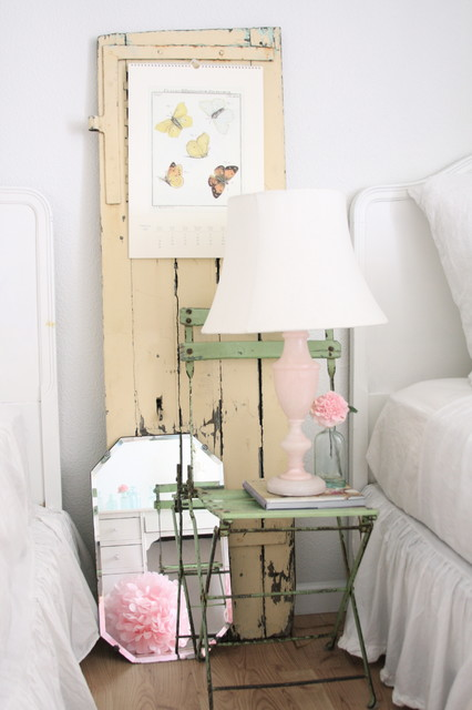 shabby sheek Bedroom Shabby-chic with bedside table bedskirt ceramic