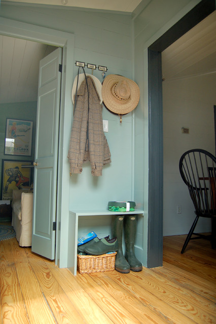 Sherwin Williams Exterior Paint Entry Farmhouse with Baseboards Blue Walls Coat