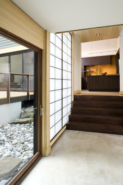 Shoji Screens Hall Modern with Bamboo Ceiling Concrete Flooring