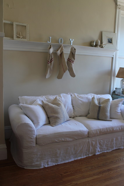 slipcover sofas Living Room Shabby-chic with CategoryLiving RoomStyleShabby-chic Style