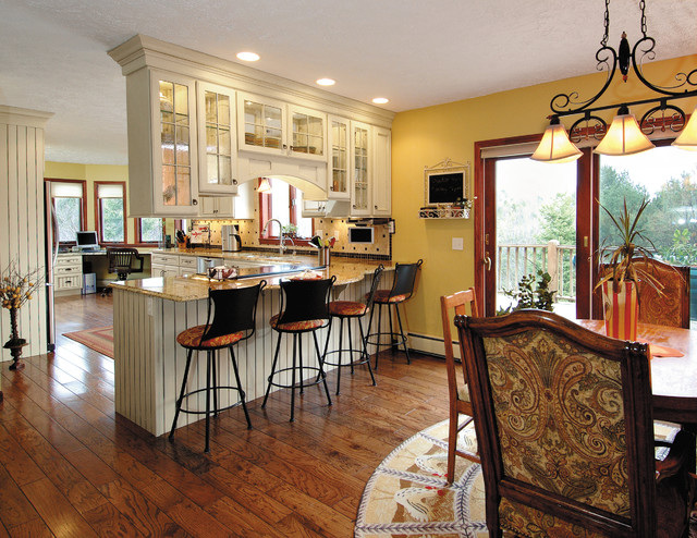 Starmark Cabinetry Kitchen Traditional with Bar Stools Barstools Beaded