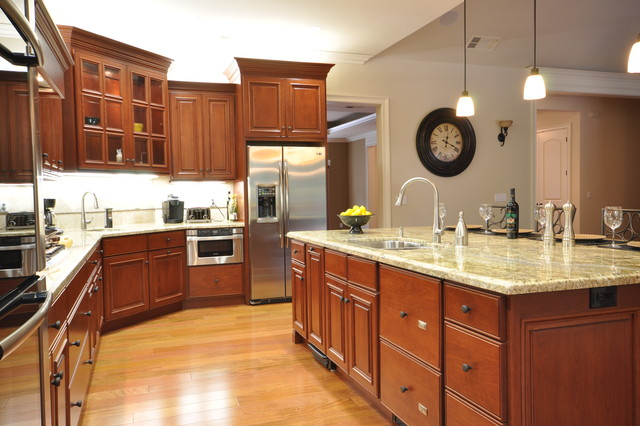 Starmark Cabinets Kitchen Traditional with Backlighting Breakfast Bar Eat