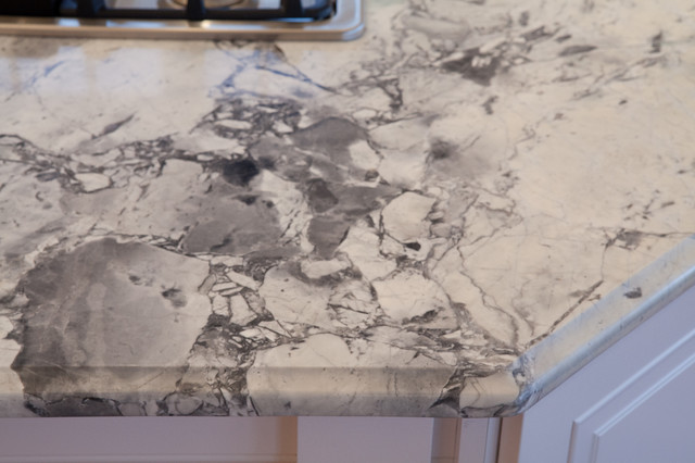 Super White Quartzite Kitchen Traditional with Black Drawer Pulls Fantasy1