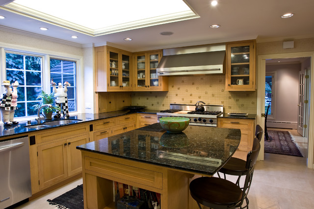 Ubatuba Granite Kitchen Traditional with Anitque Glass Cabinet Doors