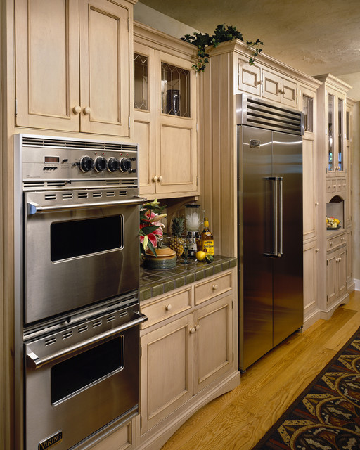 Viking Oven Kitchen Traditional with Applied Molding Beadboard Cabinet