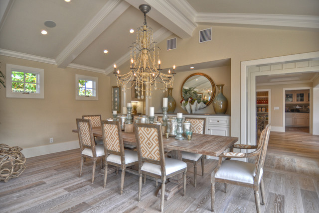 dunn edwards paints Dining Room Beach with baseboards ceiling lighting centerpiece