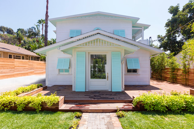 Dunn Edwards Paints Exterior Tropical with Bahama Shutters Ipe Deck