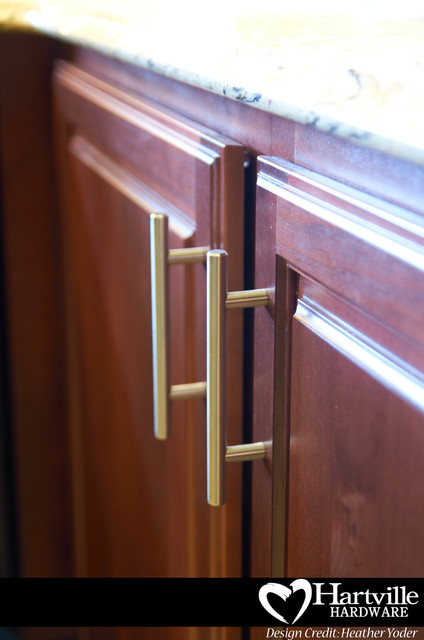 Hartville Hardware Spaces Traditional with Alder Cabinets Bar Pulls
