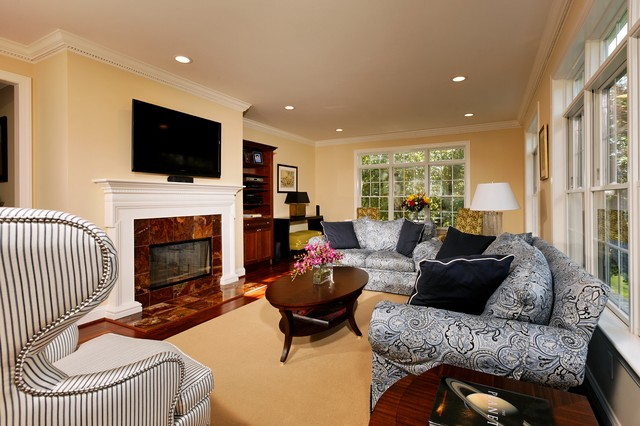Havertys Sofas Family Room Traditional with Ceiling Lighting Crown Molding