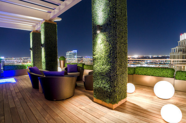hemisphere furniture Deck Modern with armchairs city view hedges