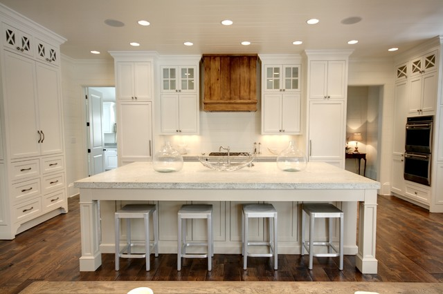 Kashmir White Granite Kitchen Traditional with Ceiling Lighting Eat In
