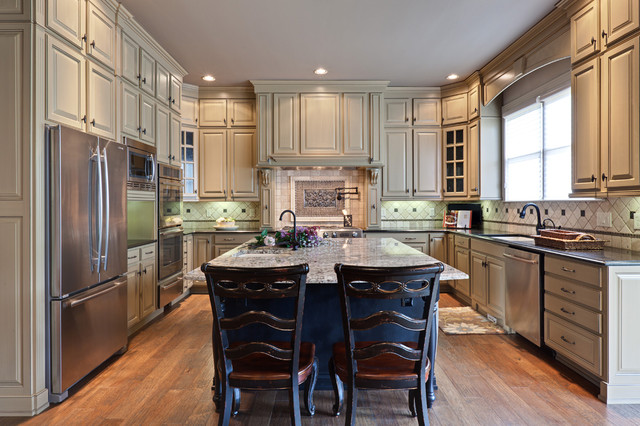 Medallion Cabinets Kitchen Traditional with Baseboards Breakfast Bar Ceiling