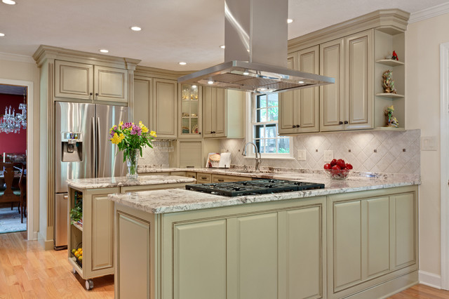 mid continent cabinetry Kitchen Traditional with appliances garage ceiling lighting