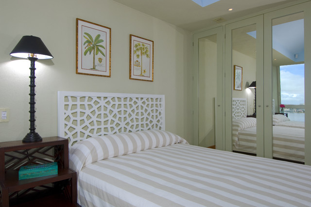 mirrored closet doors Bedroom Tropical with bedside table built ins