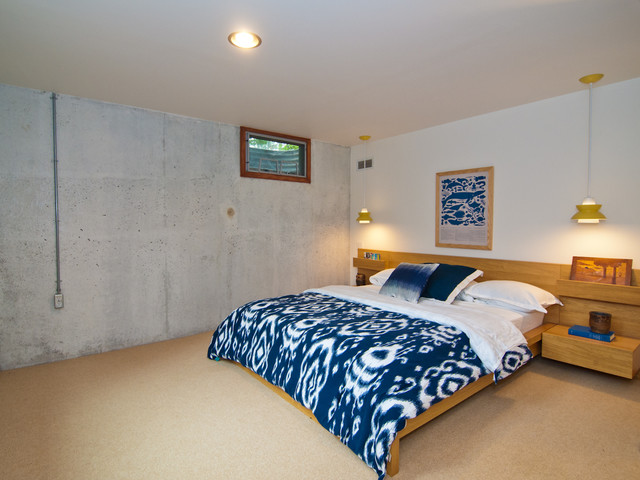 oriental weavers Bedroom Midcentury with beige carpet blue bedding