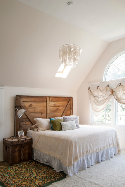 palladian window Bedroom Eclectic with arched window batten headboard
