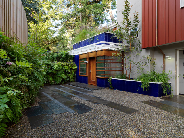 Pea Gravel Landscape Contemporary with Awning Awning Window Blue