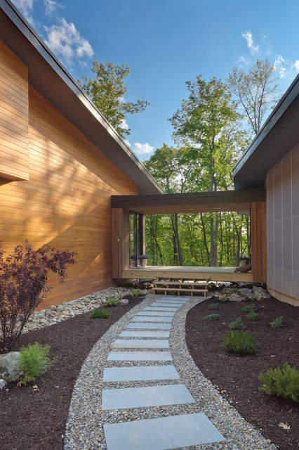 Pebble Junction Landscape Contemporary with Garden Path Groundcover Mulch