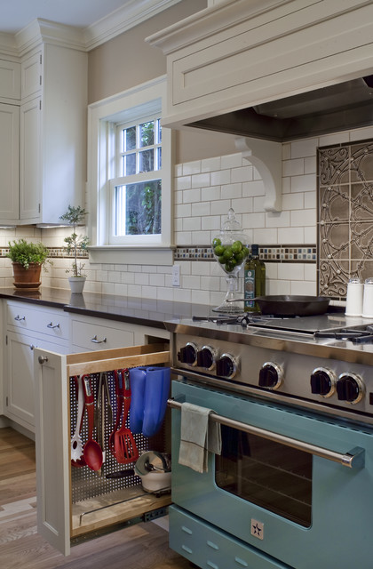 Pratt and Larson Kitchen Traditional with 1920 Colonial 5 Star