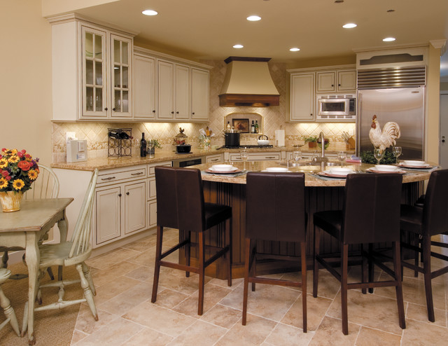 Starmark Cabinetry Kitchen Traditional with Bar Stools Barstools Breakfast