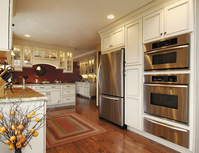 Starmark Cabinetry Kitchen Traditional with Cabinet Cabinetry Cabinets Cooking1