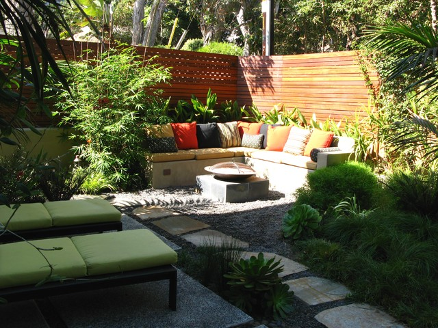 Stucco Finishes Landscape Contemporary with Bamboo Built in Seating