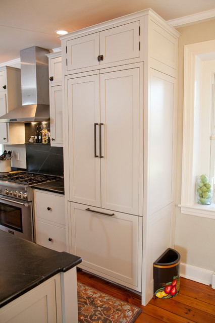 Thermador Refrigerator Kitchen Farmhouse with Chimney Hood Farm Sink