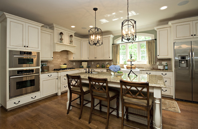 Thomasville Cabinets Kitchen Traditional with Beige Couter Blue Hydrangeas