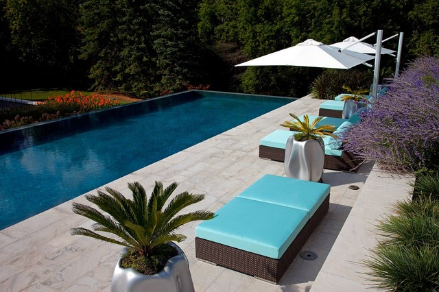 Tuuci Umbrella Pool Contemporary with Chaise Lounge Container Plants1