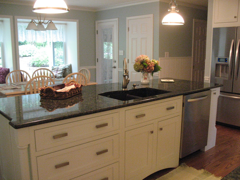 Uba Tuba Granite Kitchen Traditional with Categorykitchenstyletraditionallocationother Metro 1