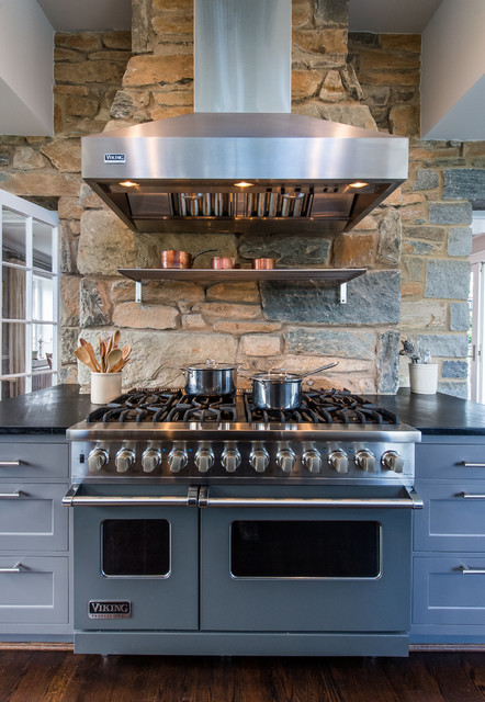 Viking Oven Kitchen Traditional with Aidan Design Bar Pulls