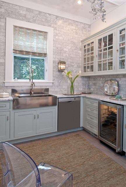 Waypoint Cabinets Kitchen Traditional with Apron Sink Area Rug