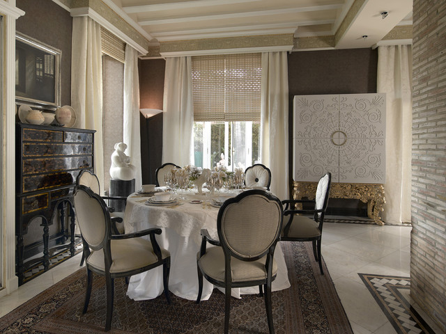 window cornice Dining Room Traditional with Alfombras persas Aparadores negros