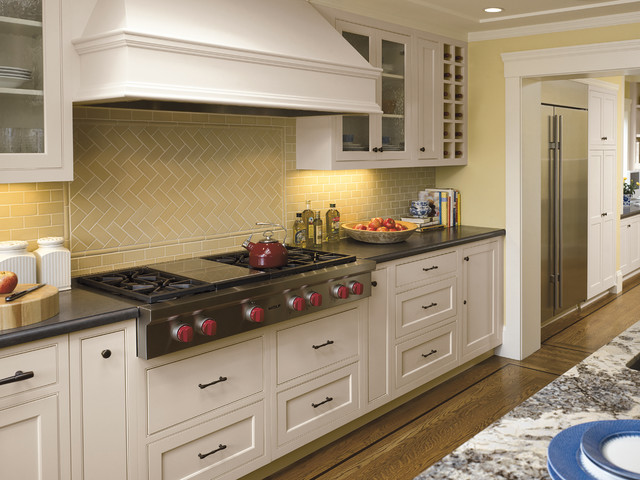 Wolf Cooktop Kitchen Traditional with Backsplash Black Counter Black
