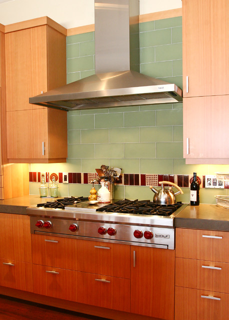 Wolf Rangetop Kitchen Contemporary with Decorative Tile Flush Cabinets