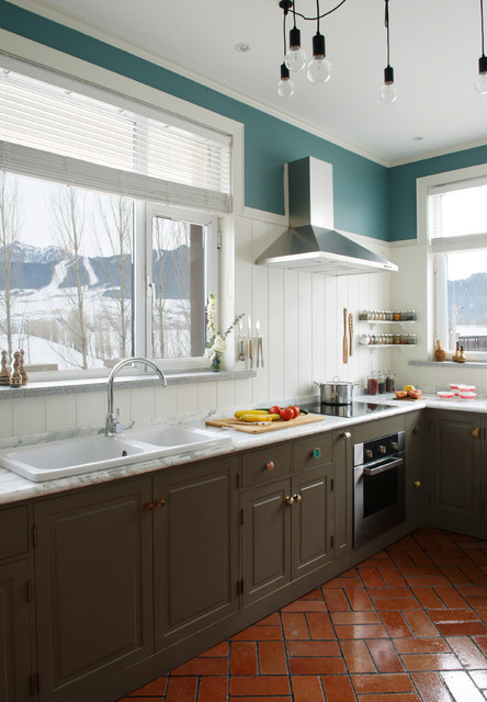 Zephyr Hoods Kitchen Farmhouse with American Standard Sink Benjamin