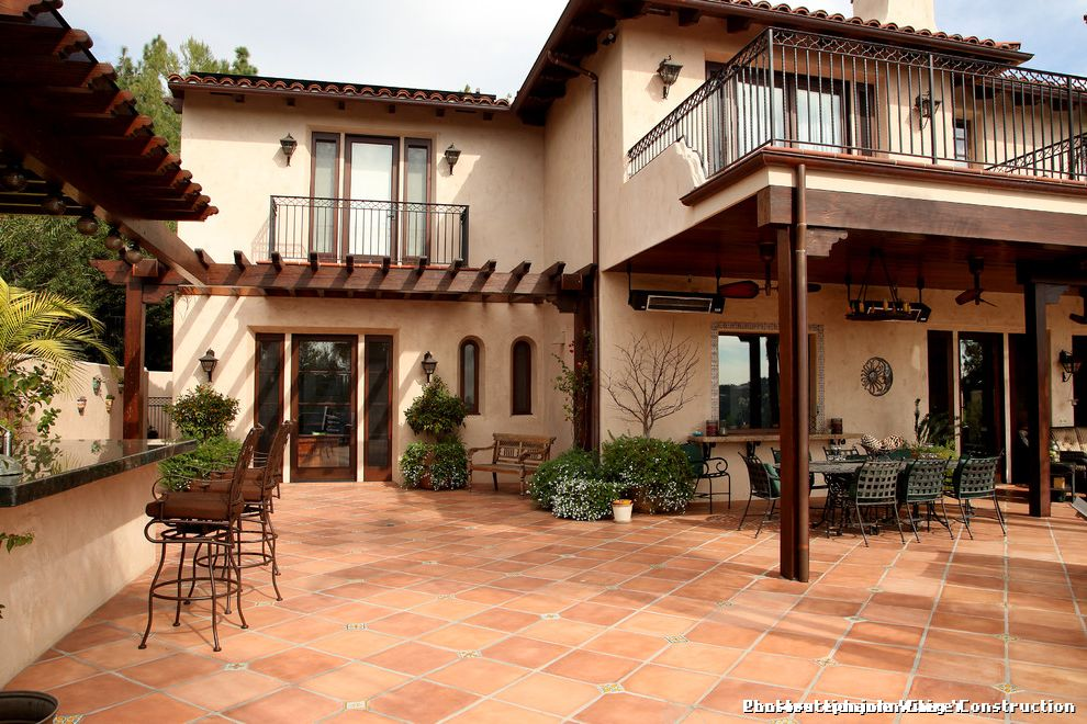 Spanish Style Outdoor Patio Paving for Mediterranean Patio and Seating Area