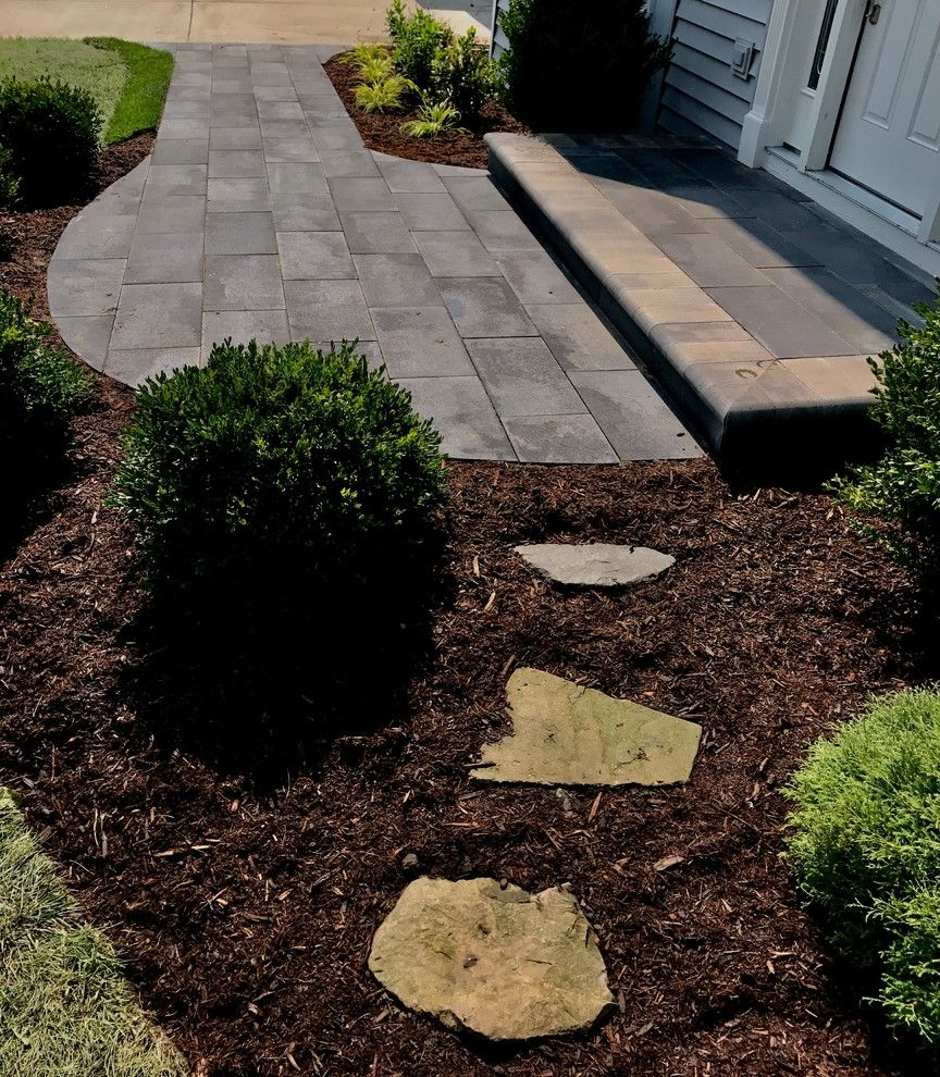 Creating Curb Appeal   Before and Afters Curb Appeal Before and After for Traditional Landscape Outdoor Photos Gardeners and Lawn Care Services
