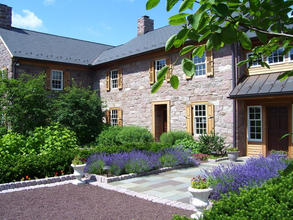 Farmhouse Transformed Easy Plants to Grow for Farmhouse Landscape Outdoor Photos Gardeners and Lawn Care Services