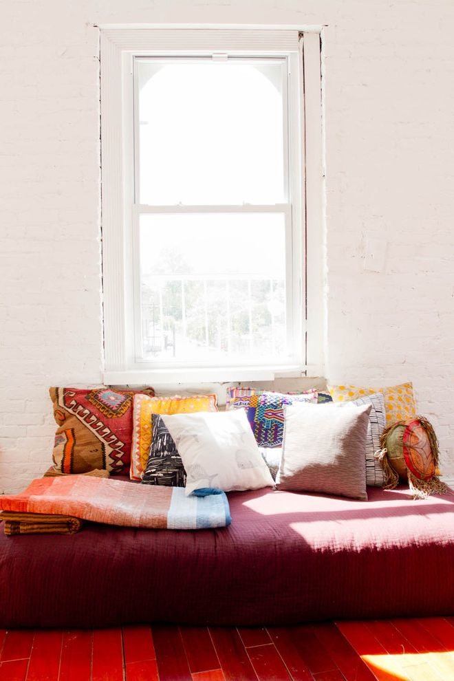 Houzz Tour: Eclectic, Minimalist Brooklyn Apartment How to Make a Pillow for Indian Living Room Living Photos Electricians