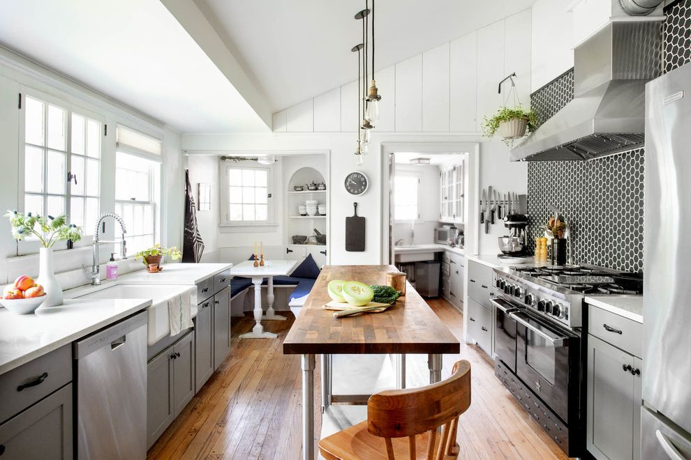 My Houzz: Historic 1680 Fixer Upper in the Hudson Valley is Fixer Upper on Netflix for Farmhouse Kitchen Kitchen Photos Chic Rustic Kitchen Photos